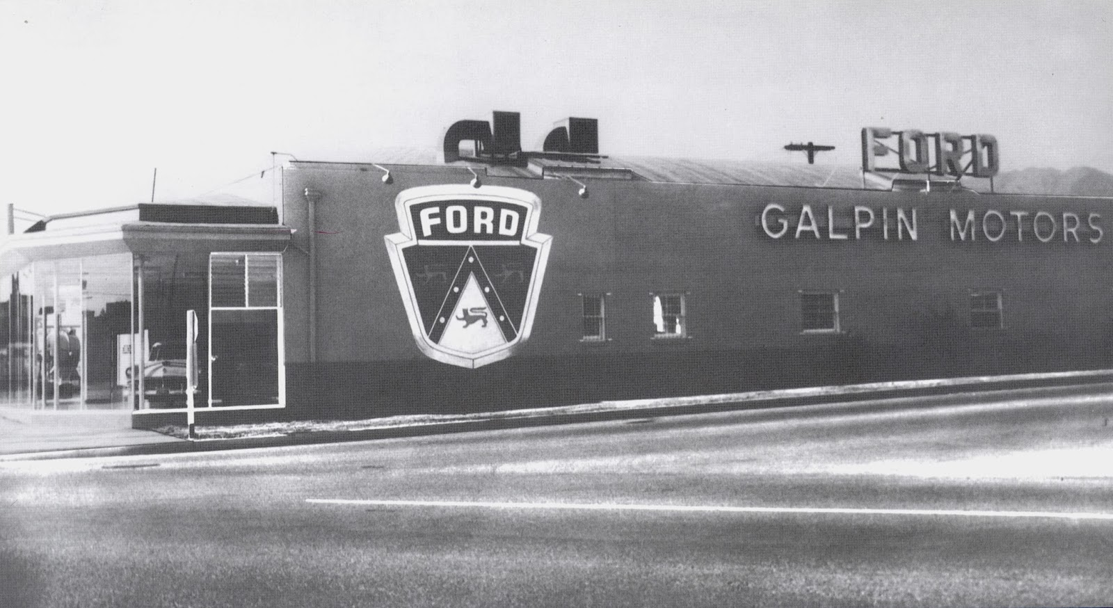 the museum of the san fernando valley galpin motors began in 1945. Black Bedroom Furniture Sets. Home Design Ideas
