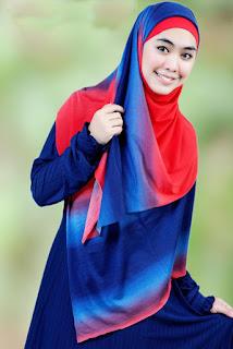 Oki Setiana Dewi pakai produk Hijab Pelangi