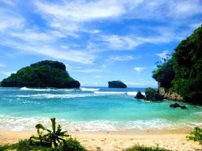 Pantai Goa Cina – Wisata Menawan dengan Legenda Sebuah Goa