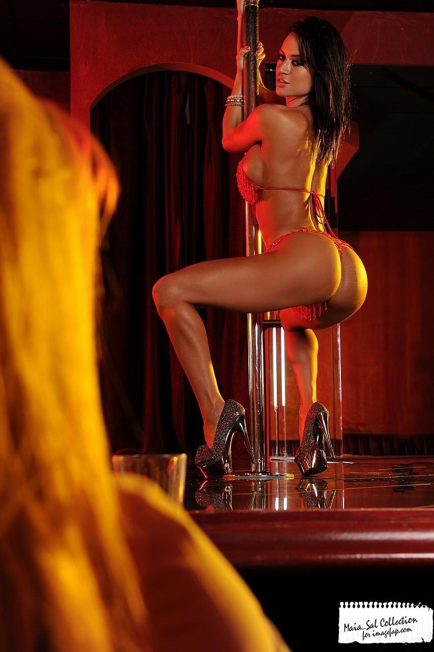 Глубокий красивые голые и развратно танцующие мужчины любят бисексуальных