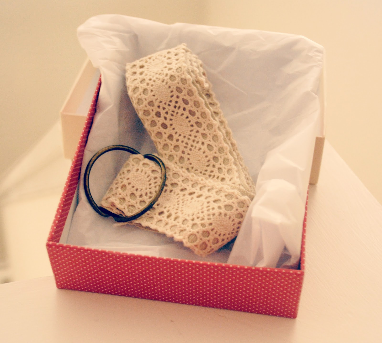 Trash To Couture: DIY Gift: Lace Belt