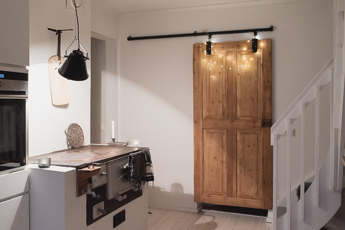 kvik mano keittiö, vanha ja uusi, modern home with a twist, puuliesi, vanha puuovi, diy liukuovi