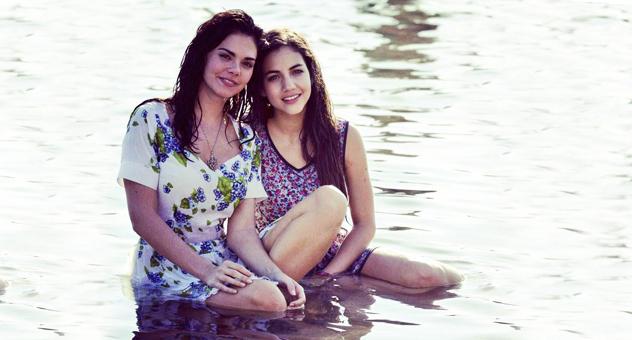 Livia Brito y Ela Velden, en sus personajes de Fiorella y Gianna Bianchi, respectivamente, en la telenovela Muchacha italiana viene a casarse 2014-2015 | Ximinia