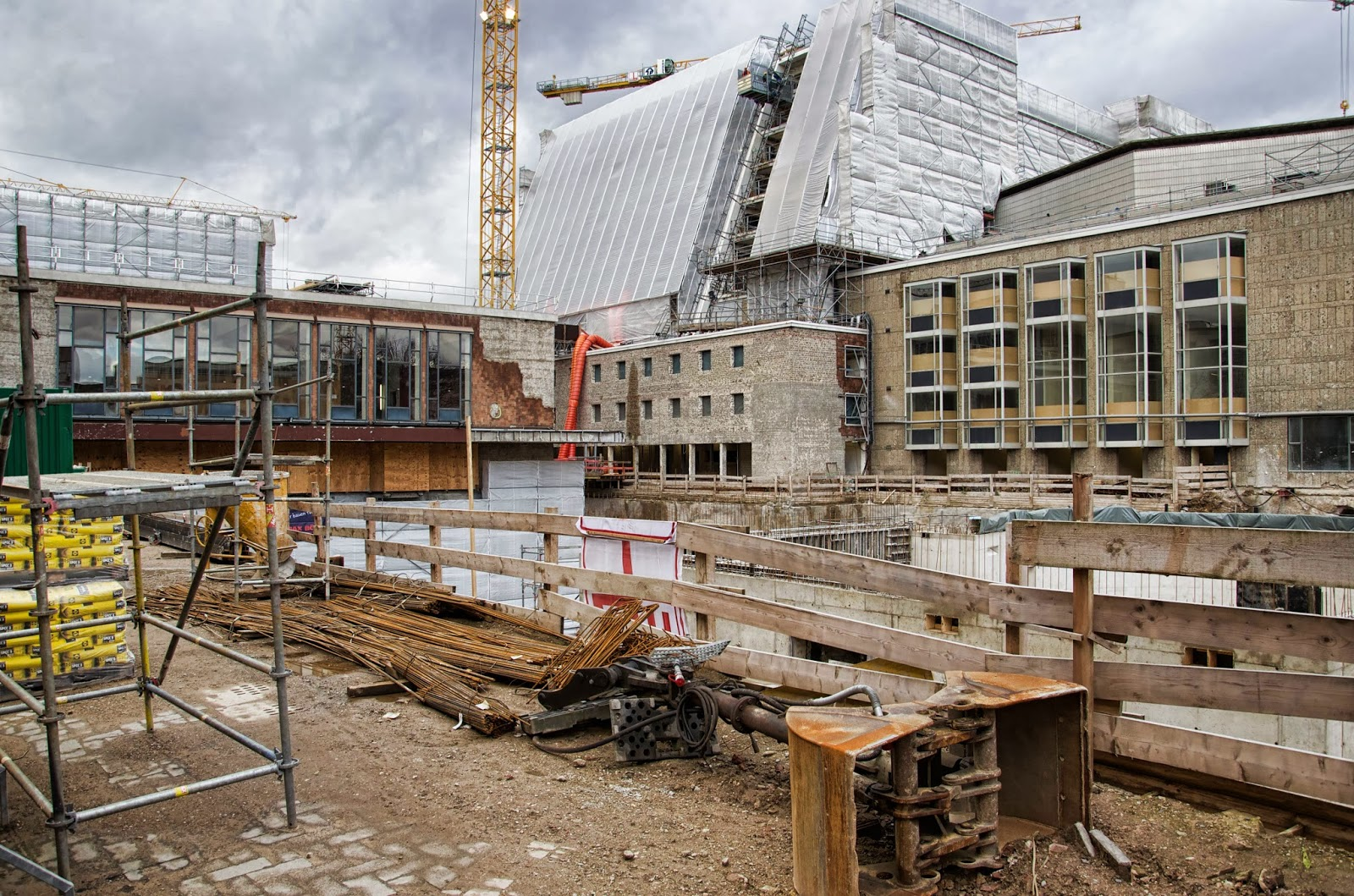 Berliner Baustellen: 0257, Baustelle Köln, Bühnen