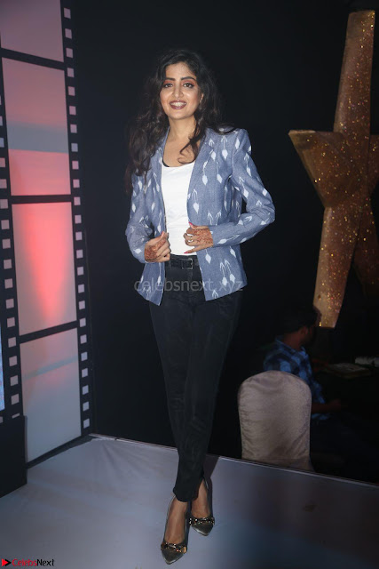 Poonam Kaur looks super cute in Denim at Nakshatram music launch 004.JPG
