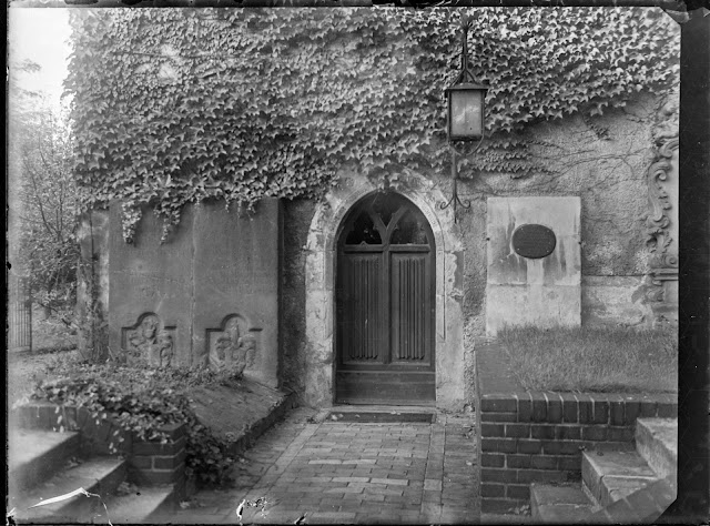 Gundorfer Kirche mit Stienen - ca. 1930-1940