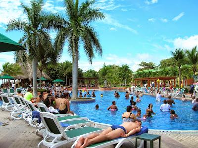 Piscina Hotel Royal Decameron Resort Panamá, round the world, La vuelta al mundo de Asun y Ricardo, mundoporlibre.com