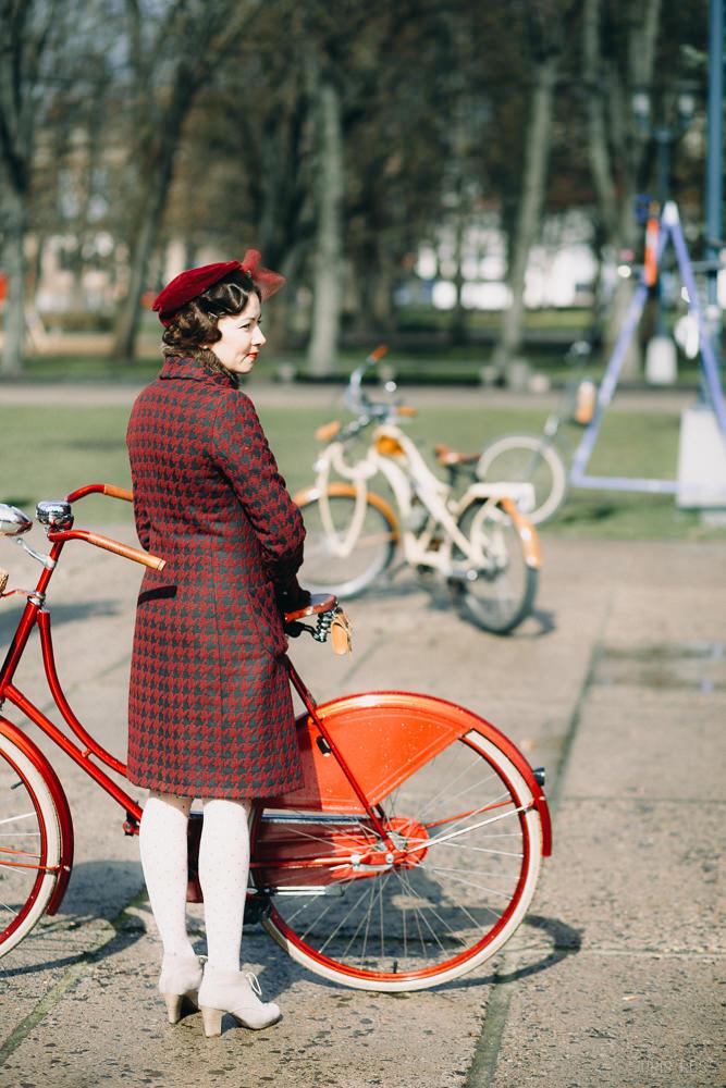sarkans velosipēds