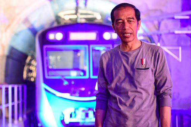 Prenampilan Kasual Jokowi Saat Resmikan MRT Dikomentari Gerindra