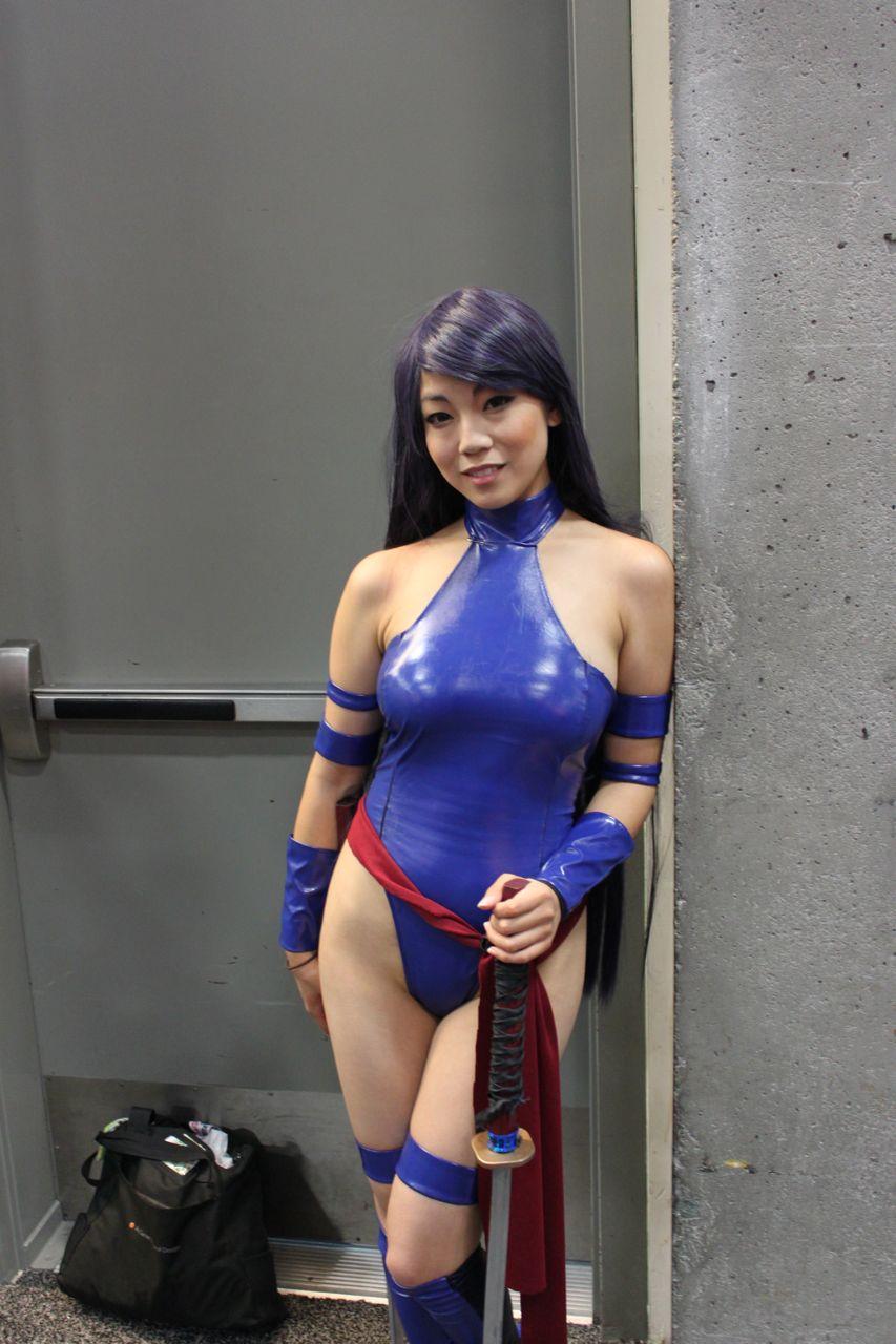 comic con girl nude