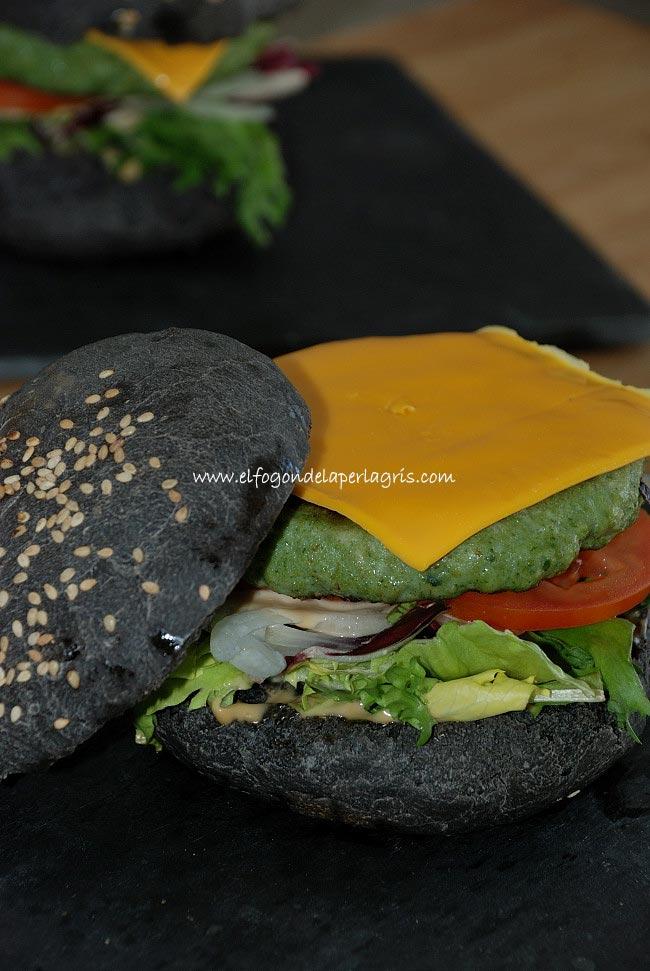 Hamburguesa negra de Halloween casera