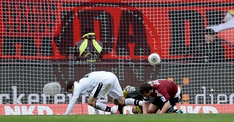 Đáng tiếc cho các cầu thủ Nurnberg khi họ bị thủng lưới liên tục