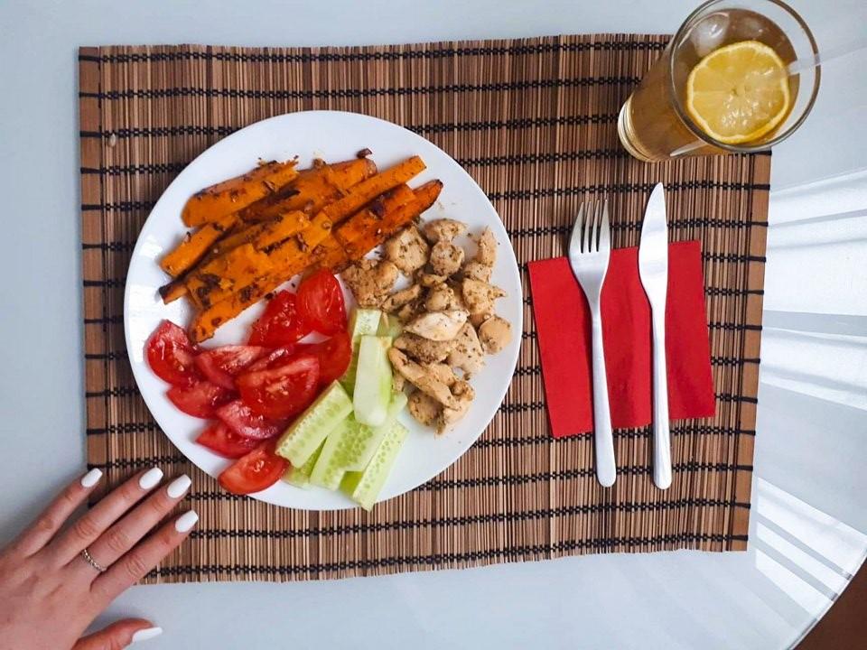 fast food; zdrowie; frytki; marchewka