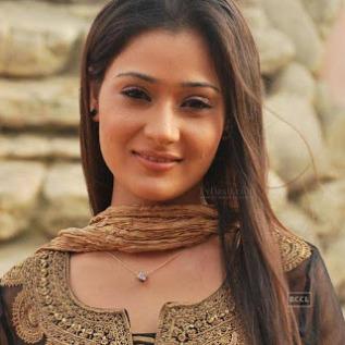 Biodata Sara Khan Pemeran Sadhana