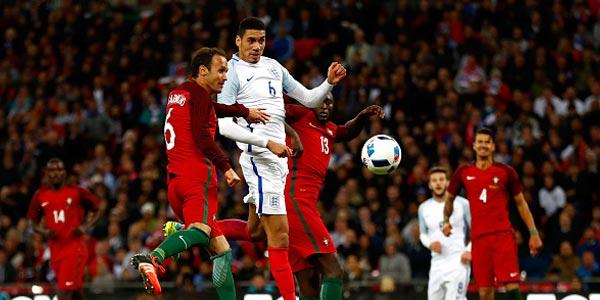 Gol Telat Smalling Menangkan Inggris atas Portugal
