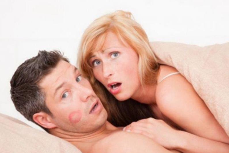 Sondaggio online: Aumentare il numero delle avventure, intensificare gli incontri con l'amante.