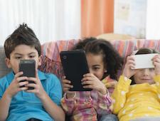 3 Cara Ampuh Mengatasi Anak Agar Tidak Kecanduan Bermain Hp