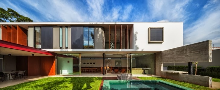 Facade of Modern Planalto House by Flavio Castro
