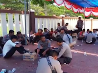 Ratusan Polisi Protes dan Bakar Ban, Pertanyakan Honor Pemilu