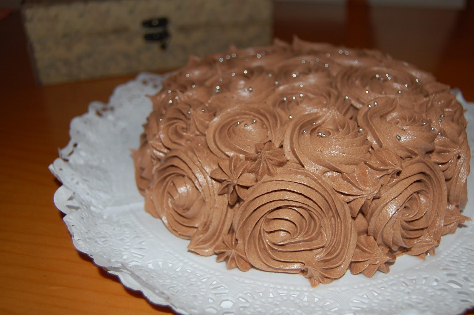 http://azucarenmicocina.blogspot.com.es/2012/10/tarta-de-rosas-para-blanca.html