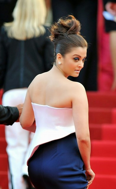 Latest Hot Aishwarya Rai Back Photo
