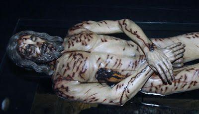 Cristo Yacente fue sepultado en el sepulcro