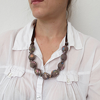 http://www.ohohdeco.com/2014/11/diy-fabric-necklace.html