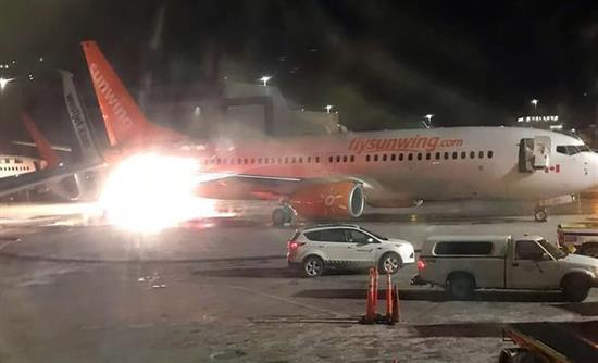 Πυρκαγιά από σύγκρουση δύο αεροπλάνων μέσα στο αεροδρόμιο (βίντεο)