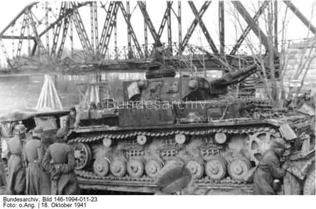 Panzer IV 18 October 1941 worldwartwo.filminspector.com