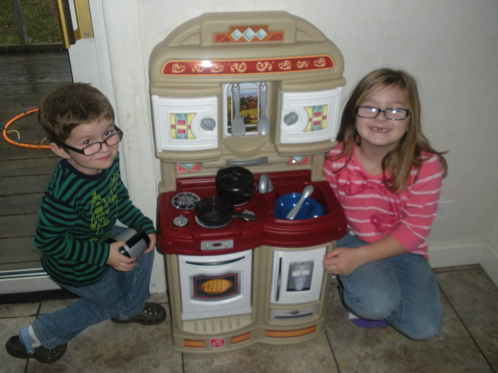 Adventures Of A Thrifty Mommy 2011 Holiday Gift Guide Step2 Cozy Kitchen Review And Giveaway Closed