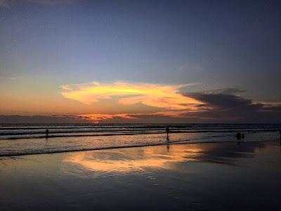 pantai di seminyak Bali