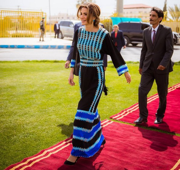 Queen Rania's most stylish moments. Basmet Al-Khair Charitable Society for traditional Jordanian spring dressing