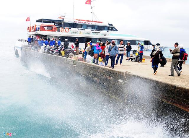 Ảnh hưởng không khí lạnh, vùng biển miền Trung xuất hiện sóng lớn cao từ 3 đến 4m