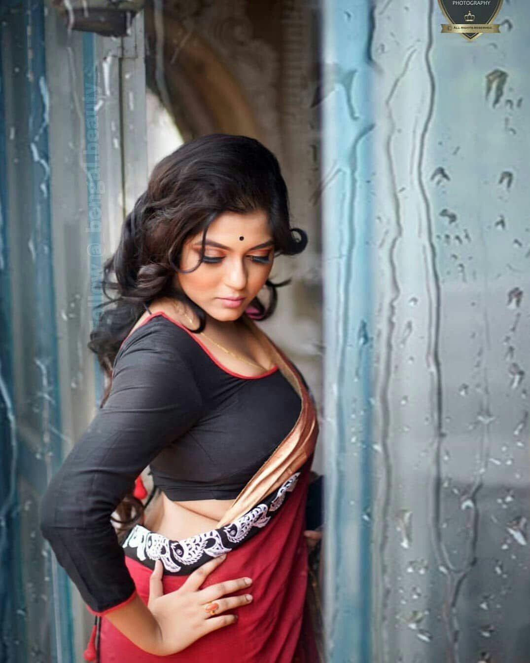 hot womens in saree images
