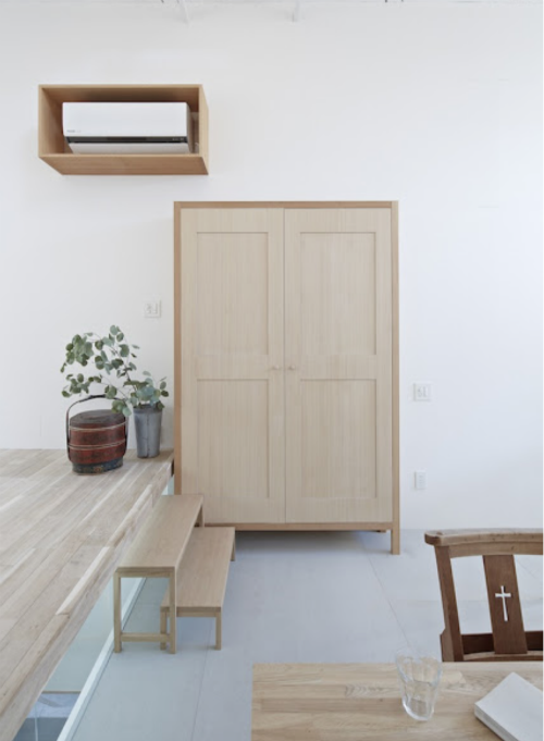 Leuchtend grau interior magazin celebrating soft for Minimalismus im haus buch