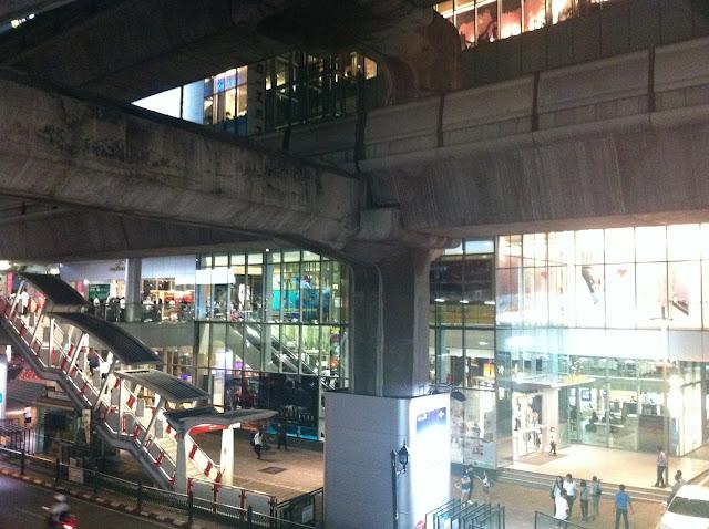 A través del monorail llegamos a uno de los barrios mas modernos de la ciudad