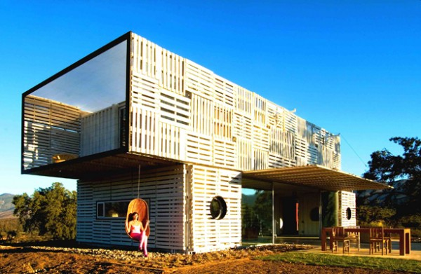 Shipping Container House with Dynamic Facade, Chile 8