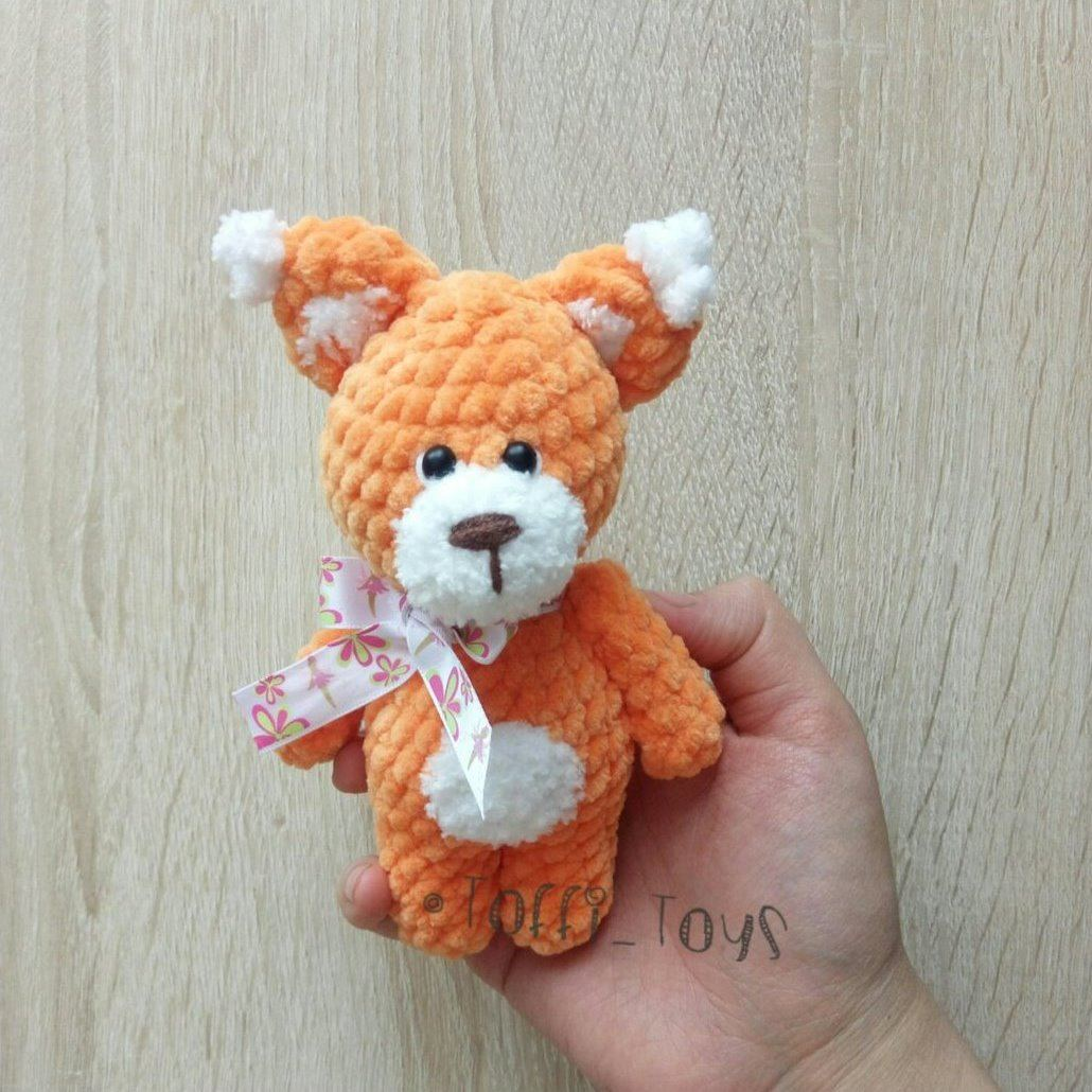 Crochet squirrel amigurumi