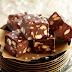 Cum să faci ciocolată de casă în fix zece minute! O reţetă extrem de simplă, cu puţine ingrediente