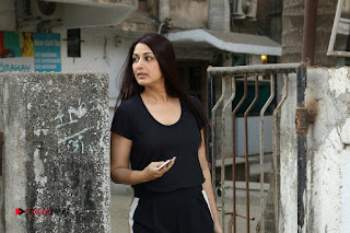 Bollywood Actress Sonali Bendre Spotted in Tracksuit at Spa  0010.jpg