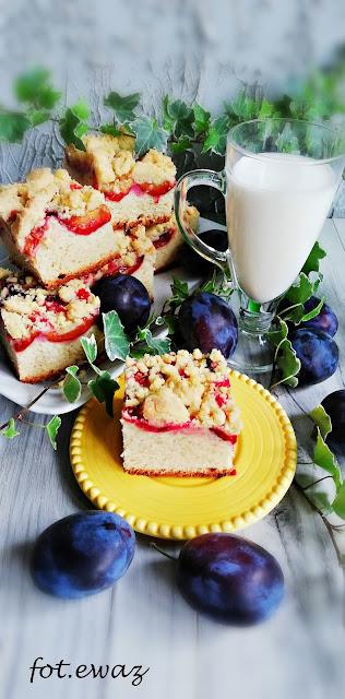 drożdżowe_ciasto_ze_śliwkami_i_kruszonką