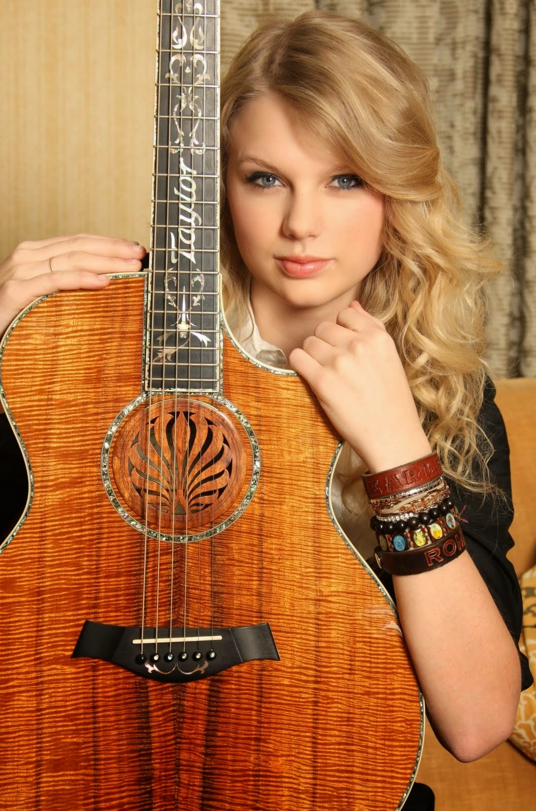 notes on notes taylor swift 39 s guitars part 1. Black Bedroom Furniture Sets. Home Design Ideas