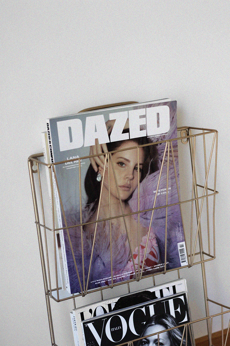 New In | Magazine Holder