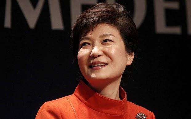 O Parlamento da Coreia do Sul aprovou nesta sexta-feira (09/12) a destituição da presidente Park Geun-hye, envolvida num grave escândalo de fraude e tráfico de influência