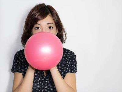 Cara Meniruskan Pipi Tembem Secara Alami dengan Meniup Balon