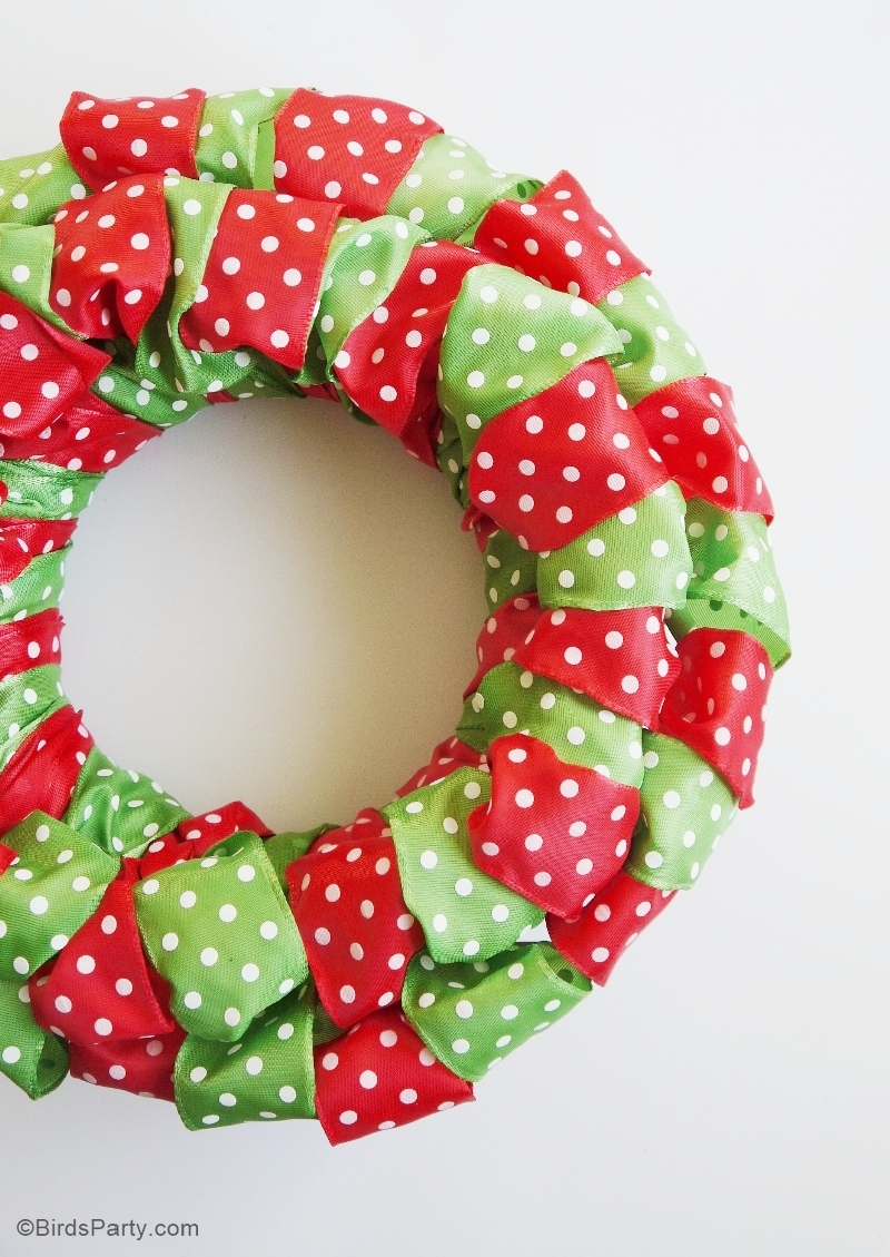 DIY Easy Christmas Ribbon Wreath | BirdsParty.com