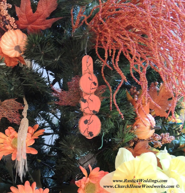 Tree slice craft ideas for Christmas Ornaments and Fall ornaments and decorations.