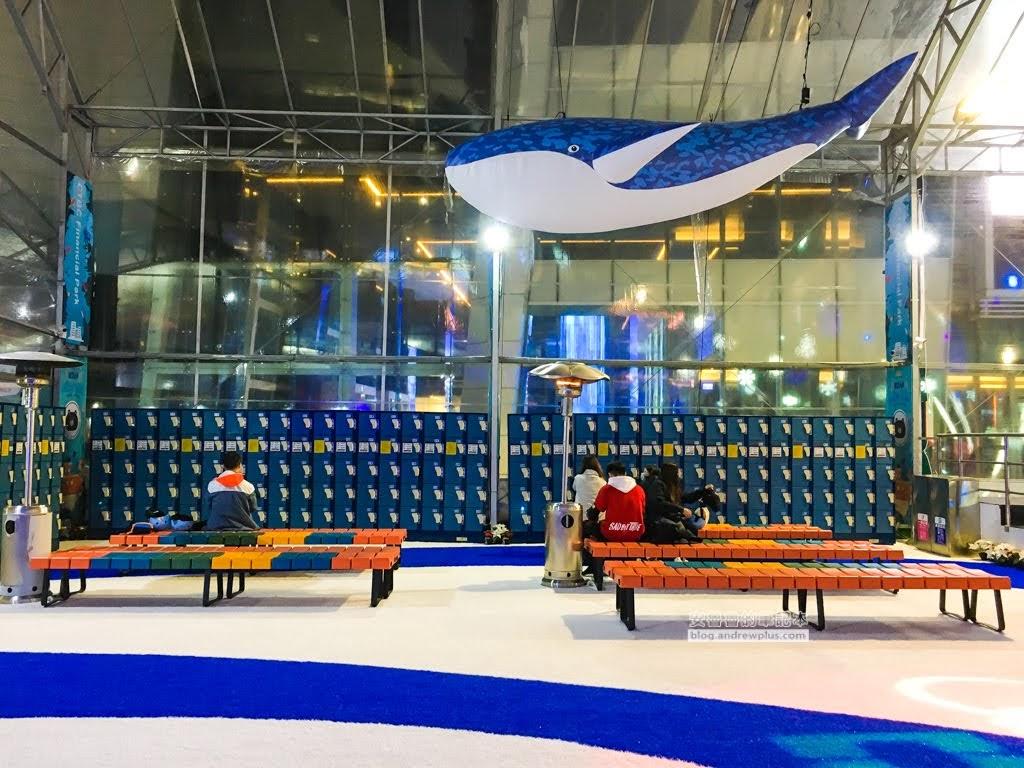 中國信託金融園區戶外滑冰場-2019-2020免費溜冰,全套冰鞋護具借用,帶著孩紙們親子一同來滑冰吧!點燃生命之 ...