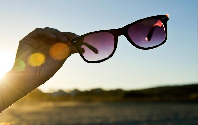 8 Bahaya yang Muncul Jika Tak Pakai Kacamata Hitam Saat Panas