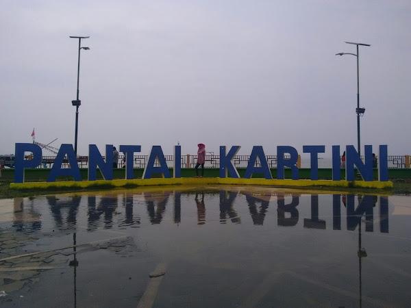 Ada Kura-Kura Raksasa di Pantai Kartini Jepara